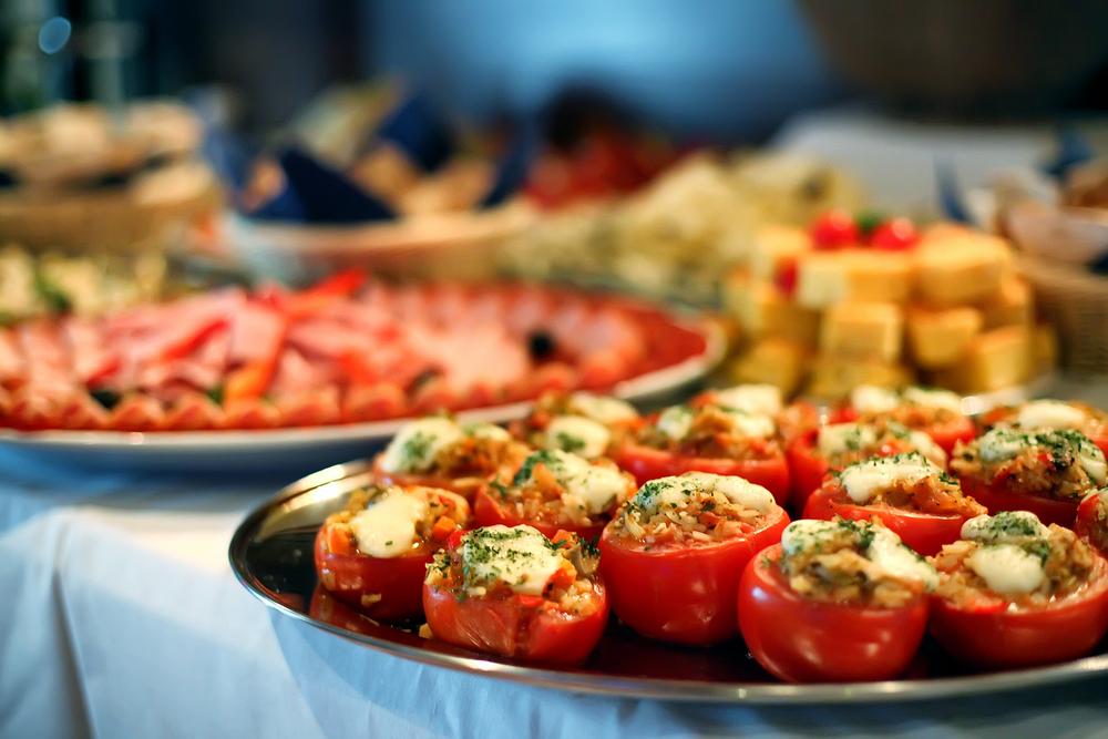 אילו מגשי אירוח מומלצים לחינה?