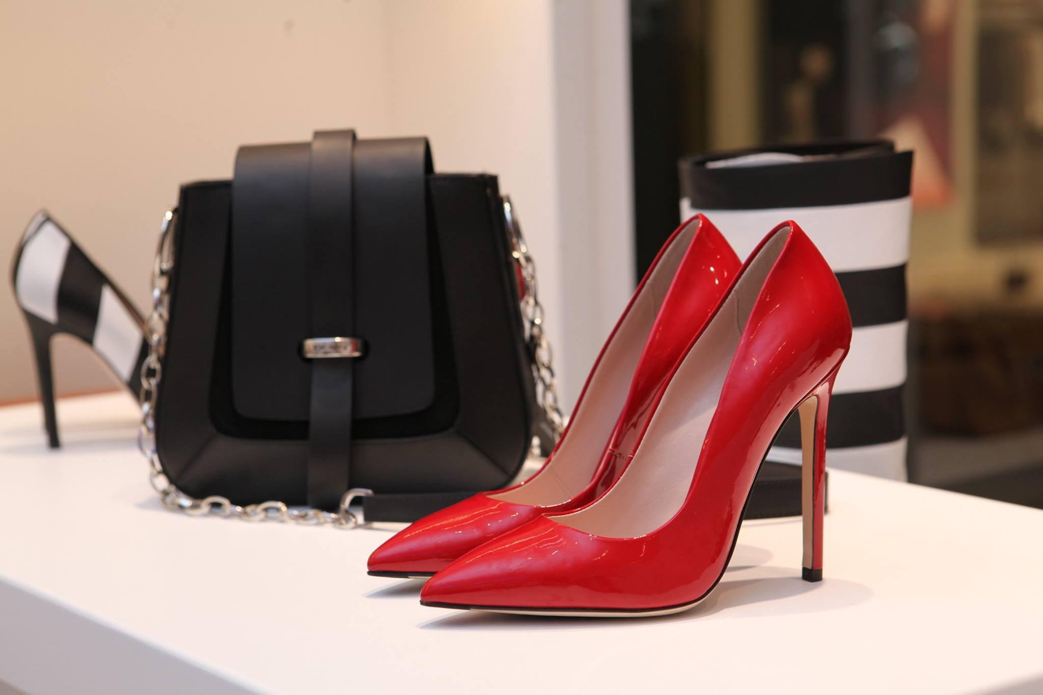 נמאס לכם שכל הנעלים זרוקות בבית? 3 פתרונות מגניבים.