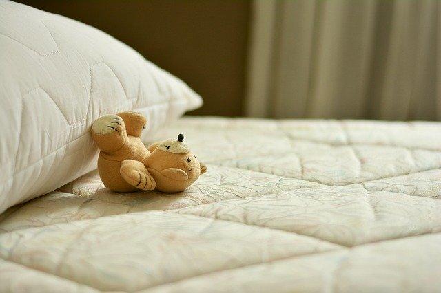 האם נכון לקנות מיטת נוער לילד קטן?