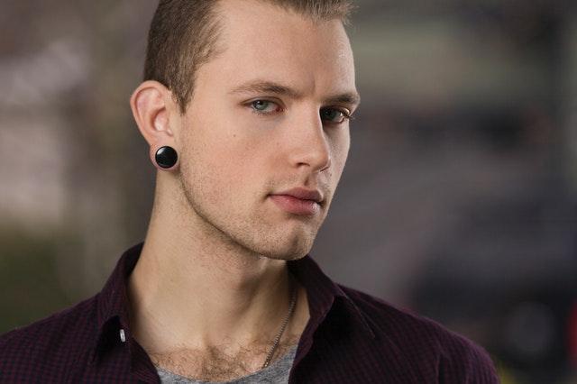 חורים באוזניים