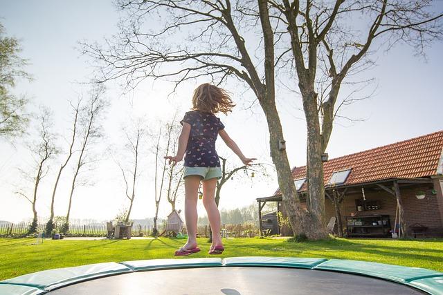 נשארים בבית: רעיונות למשחקי חצר לילדים